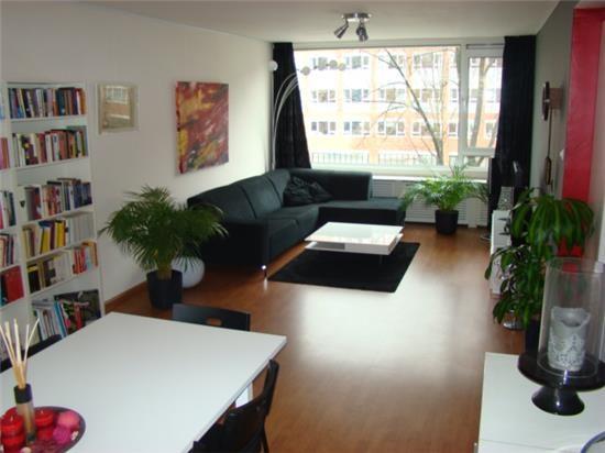 afbeelding woning met adres Waterlooplein 143 1011PG, Amsterdam